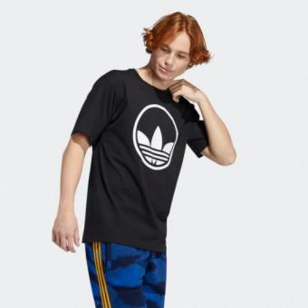 Подборка мужских футболок по скидкам на распродаже в Adidas