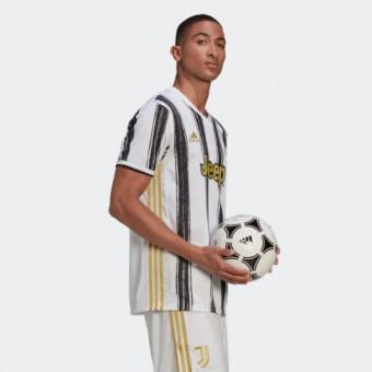 Подборка игровых футболок на распродаже в Adidas